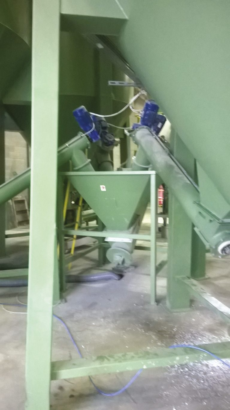 MIXING, CONVEYOR AND DOSING SYSTEM FOR EXTRUDER -