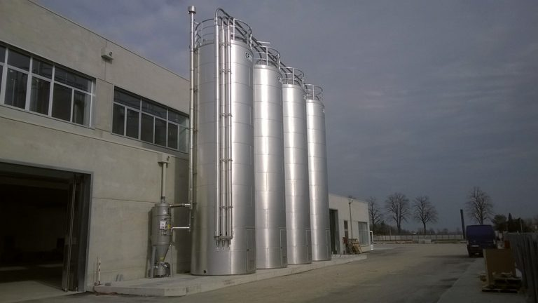 INSULATED STORAGE SILOS WITH CENTRALISED FILTERING SYSTEM -